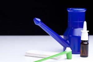 Der Facharzt HNO empfiehlt Salzwassersprays für die Verbesserung der Atmung