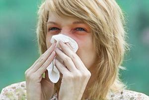 Der Facharzt HNO empfiehlt genügend zu trinken und Papiertaschentücher zu benutzen