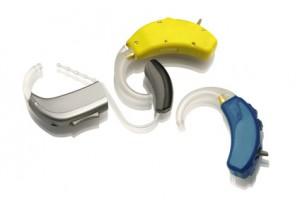 Der Facharzt begegnete Schwerhörigkeit mit verschiedenen Arten von Hörgeräten